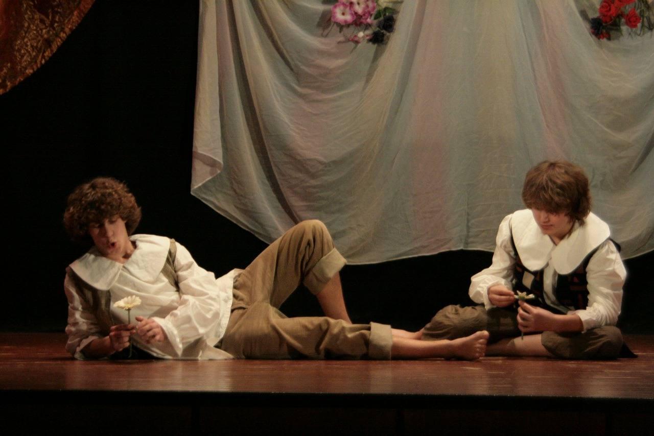 Театр с голыми актрисами, полная версия спектакля с голыми артистами на сцене 11 фотография